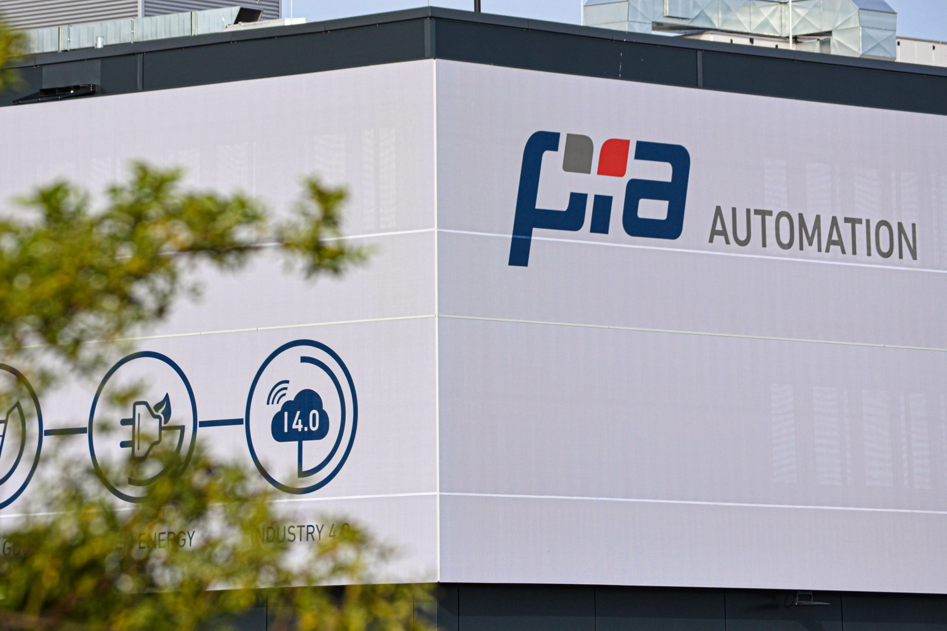 Frontside View 381 Textile Facade For Pia Automation